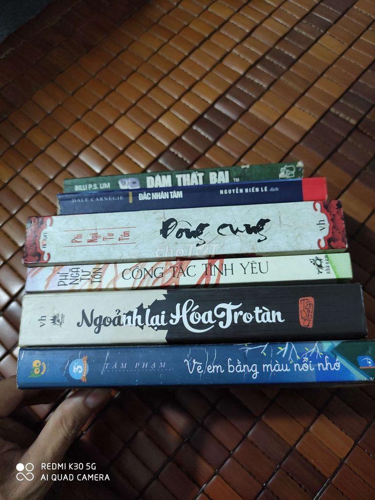 Sách cũ chật nhà cần bán