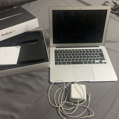 Macbook Air 2011-13 inch/i5/ram 4Gb/ssd 128Gb. 99%
