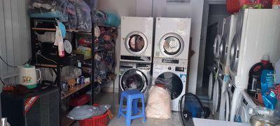 Cần sang tiệm giặt ủi Tân phú