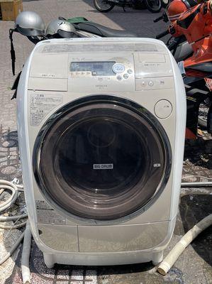 Máy giặt sấy Hitachi 9kg V2 còn đẹp điện 100V