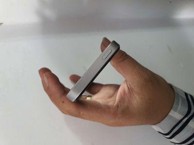 Apple iPhone 5SE Bạc 16 GB.may zin.man zin.fun.gl