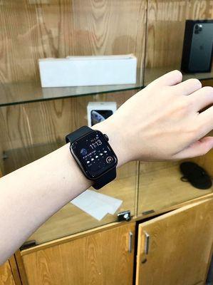 Apple Watch series 4 44mm ít dùng còn bảo hành.