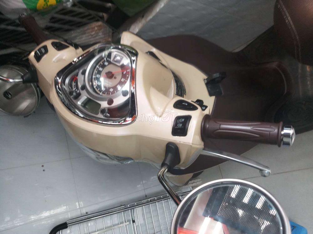 Honda SH modem màu kem