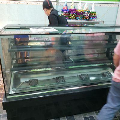 Tủ bánh kem kính vuông Alaska G-600K, ngang 1.8m