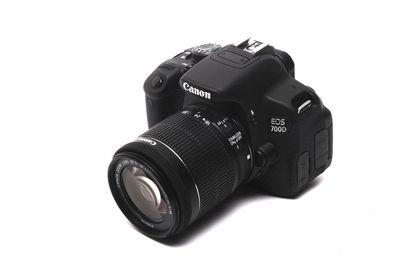 Canon 700D + lens kit 18-55 + len fix 50mm 1.8