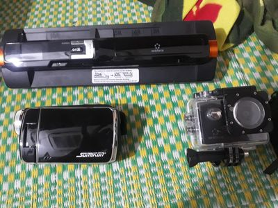 Mình có máy quay phim .máy in ảnh .còn mới cần bán