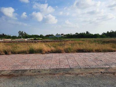 Bán gấp 125m2 đất chợ gần cụm CN Thạnh Phú