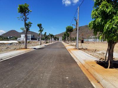 Bán gấp lô đất mặt tiền đường Cách mạng tháng 8