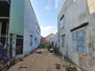 Gia đình cần bán lô đất gần thị trấn Phú Phong