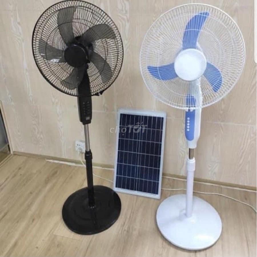 Quạt tích điện năng lượng mặt trời