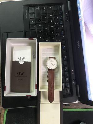 Đồng hồ nữ, hiệu DW chính hãng fullbox như hình