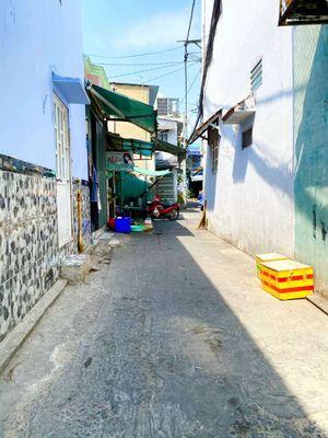 MBKD nhà Cc bán 70m2 đổ BTCT sau chợ Hưng Long