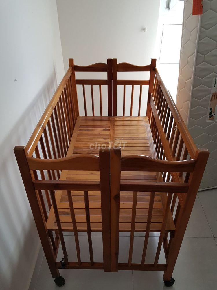 Cần thanh lý hàng rào nhựa cho bé, nôi, cũi gỗ
