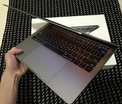 MacBook Pro Retina 2017 MPXT2 - Trả Góp cần 2tr Ok