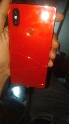 Xiaomi MI 8 SE Đỏ 6/64 bể kính lưng