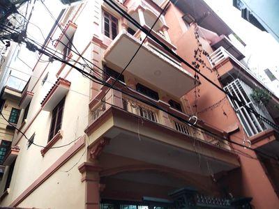 Tôi Cần bán căn nhà đường Xuân Thủy 50m2 4 tầng.