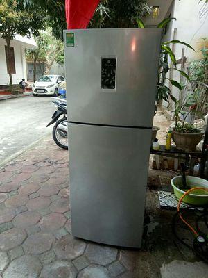 Tủ lạnh electrolux 230lit còn mới đến 89%