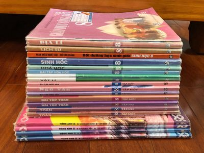 Bộ Sách Giáo Khoa Lớp 8 + Tặng Sách Tham Khảo