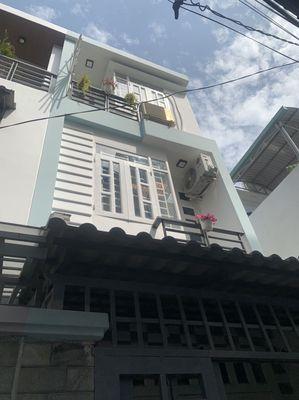 Nhà 2 tầng 4pn 3wc ngay chợ xóm mới giá cực tốt