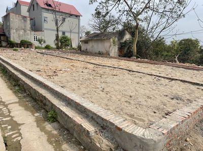 Cần bán 60.5m2 lô góc tại Tổ 10 thị trấn Qminh