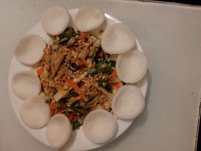 Cần Nữ Bán Cơm Chay Bao Ăn Ở