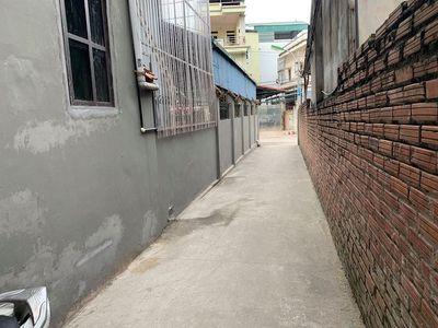 Bán gấp 30m2 1.55 tỷ tại Phố Sài Đồng đi vào 100m.
