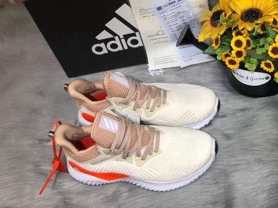 Thừa 2 đôi giày 37,38