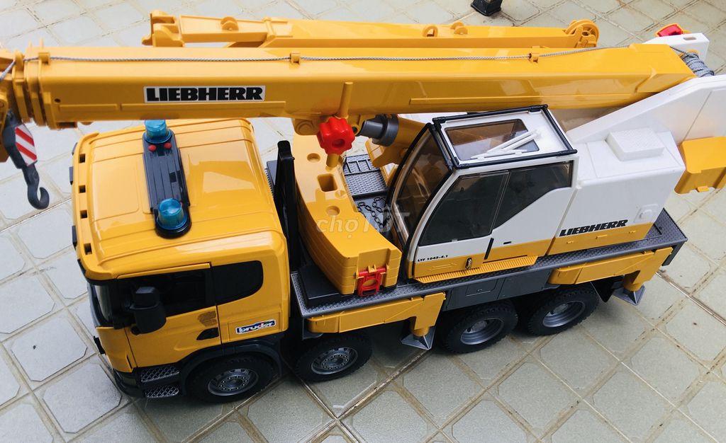 0979766499 - Thanh lý xe cẩu tải hiệu Bruder