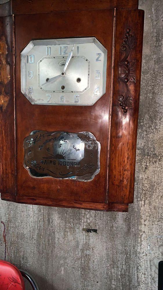 Đồng hồ cổ tám gông