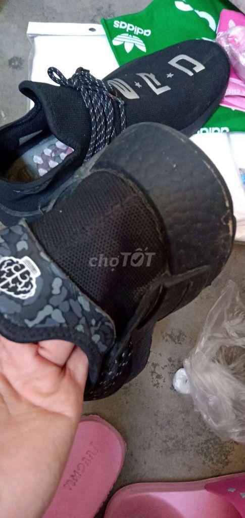 0762657820 - Giày Adidas màu đen