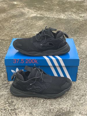 Cần bán giày reebok size 40