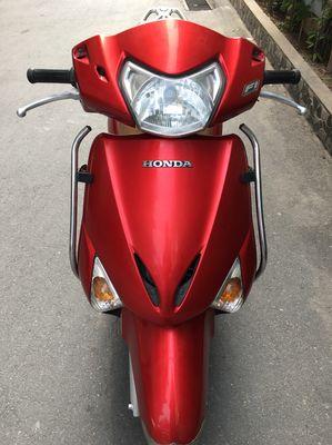 Honda Lead Fi trung niên sử dụng Xe Dán Nilong