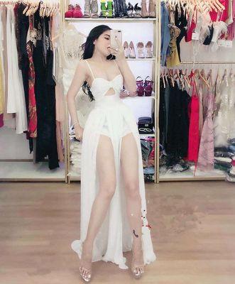 Đầm màu trắng size M