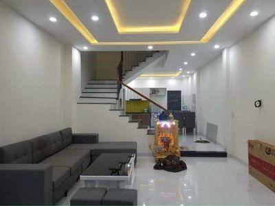 Nhà mặt tiền Nguyễn Văn Tố, 3 tầng đẹp