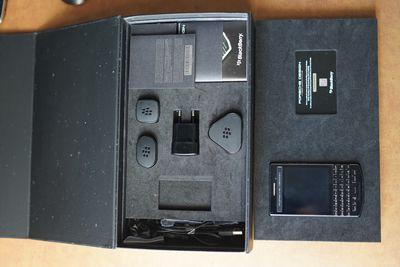Blackberry 9983 Fullbox Porsche Design Graphite