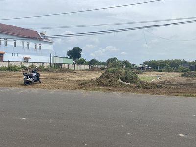 cho thuê hoặc bán : miếng đất ngay hồ châu pha
