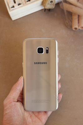 Samsung Galaxy S7 Edge Vàng đồng.