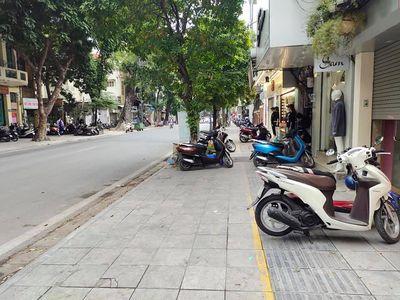 Nhà mặt phố Bà Triệu, lô góc kinh doanh đỉnh