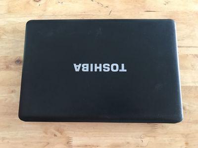 Toshiba i3 4GB 500GB pin 2h chơi game mượt đẹp 97%