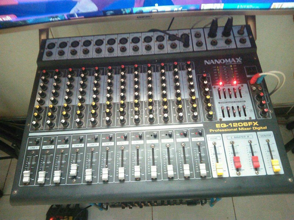 MIXER KARAOKE HIỆU NANOMAX MODEL 1206FX 12LINE.