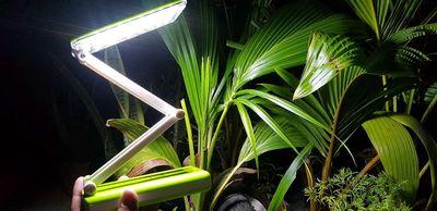 Đèn Học Để Bàn Led Chống Cận Pin Sạc (32 Bóng)