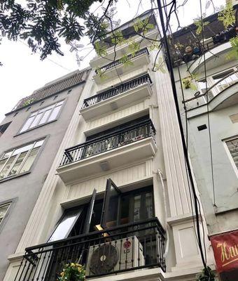 Nhà Huỳnh Thúc Kháng,kinh doanh, vỉa hè ô tô tránh
