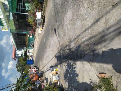 Nhà cây nền gạch  mái ton có gác lửng LH0384116224