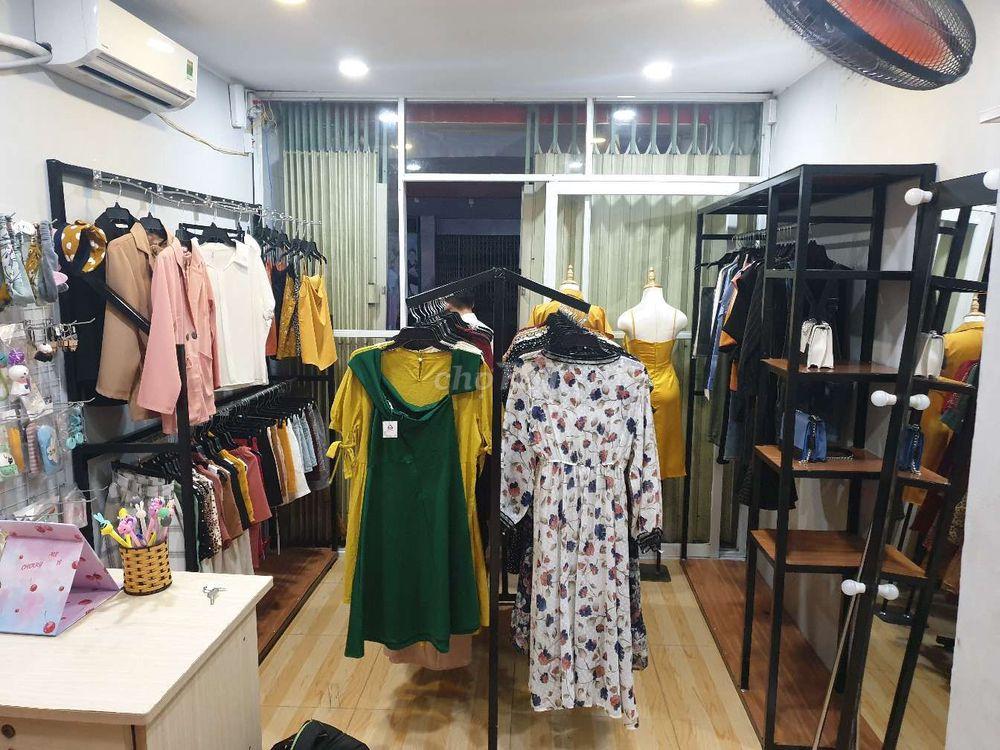 Cần thanh lý quần áo thời trang + kệ treo đồ
