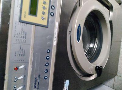 Cần bán máy giặt công nghiệp Electrolux 10kg đổ bệ