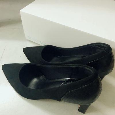 Giày salanca màu đen size 36 giày có gót mũi nhọn