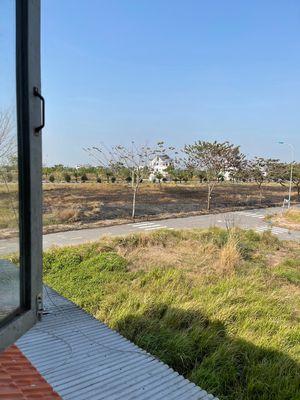 Cần bán lô đất gốc khu 5 2 mt đường 12m Long hưng