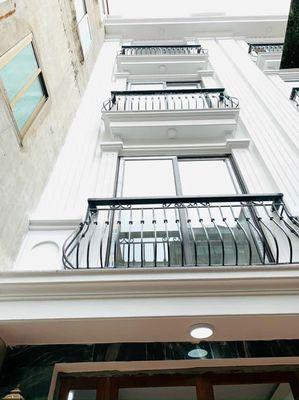 Bán nhà 32m xây 5 tầng ở Ngọc Lâm, Long Biên, HN