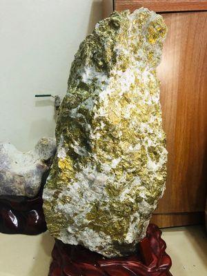 Giao lưu viên đá tinh thể quặng vàng
