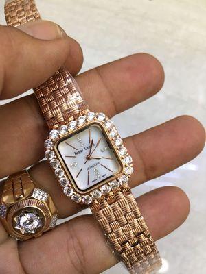 Đồng hồ nữ chính hãng Royal Crown mới